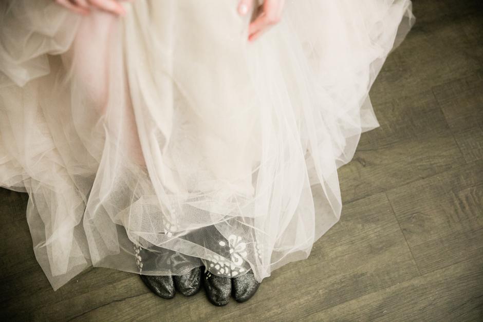 tabi taiko drumming shoes on bride