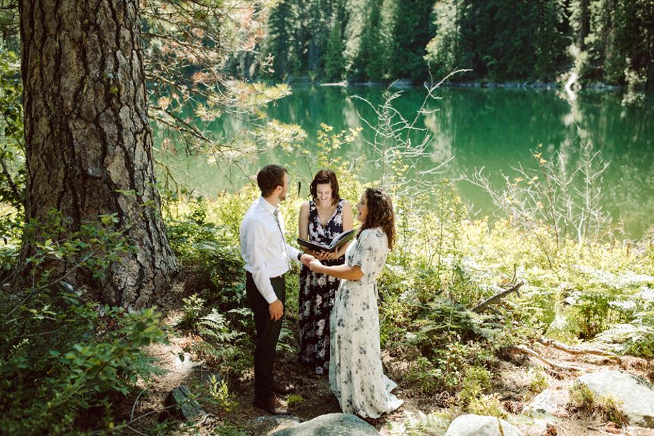 Magical outdoor Seattle elopement