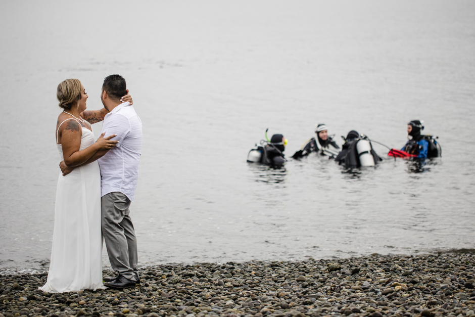 Eloping in Seattle with scuba divers in the background