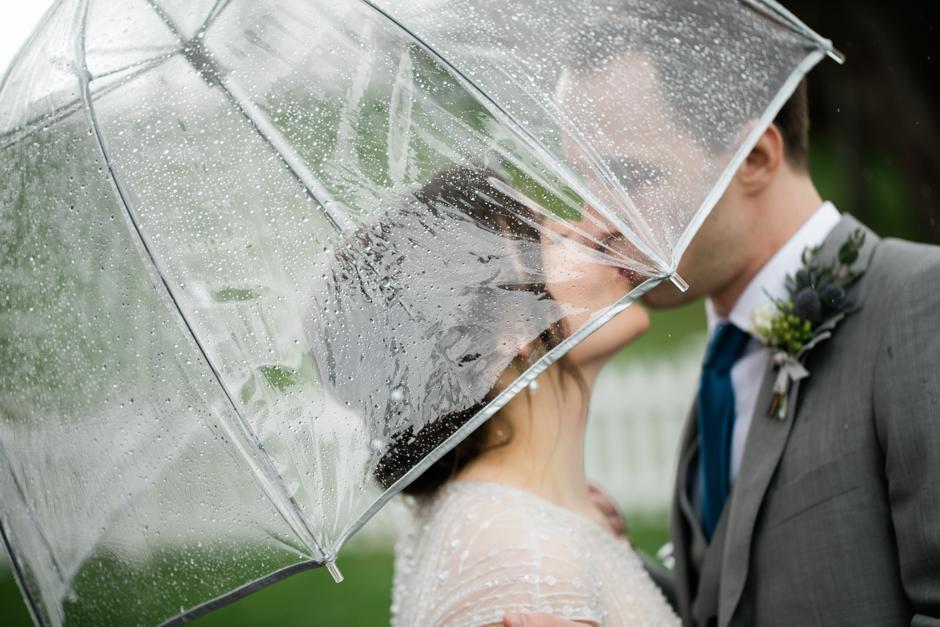 Seattle elopement in the rain